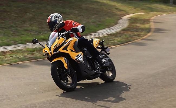 bajaj pulsar rs 200 Bike mileage