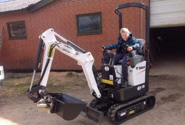 Bobcat E10 Compact Excavator Overview