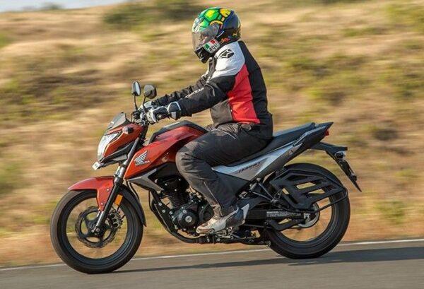 Honda CB Hornet 160R mileage