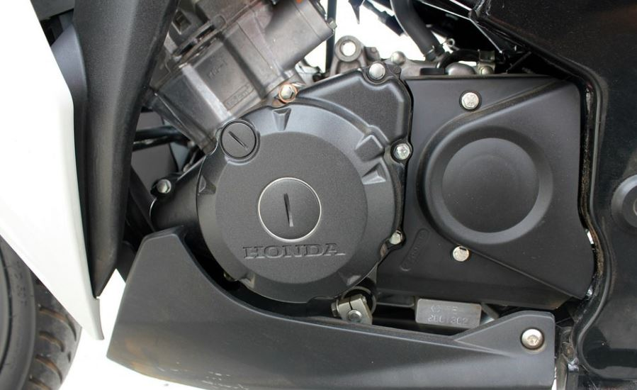 Honda CBR 150R engine