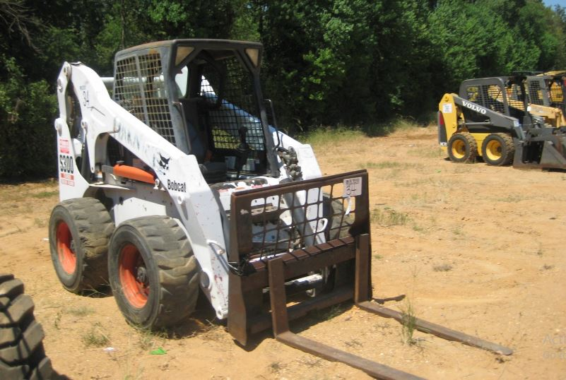 Bobcat S300 Skid Steer loader key facts